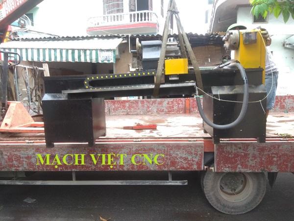 máy tiện gỗ cnc 1