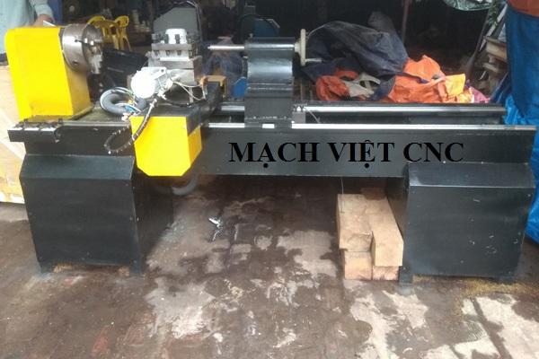 máy tiện gỗ cnc 2